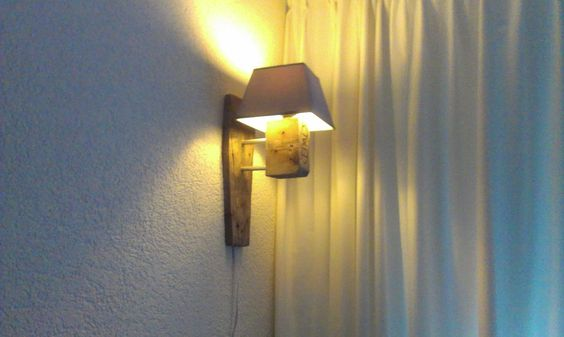Awesome pallet lamp! via http://www.instructables.com/id/Awesome-pallet-lamp/