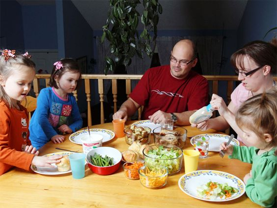 Eating dinner as a family may encourage a healthier lifestyle.