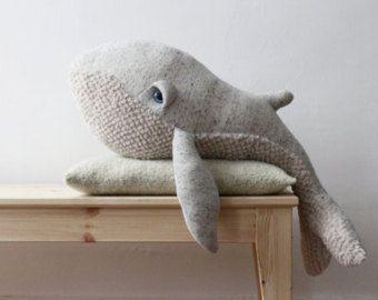 ZULETZT NOCH EINS Teddy Brutto fertigt Hand ein Wal von BigStuffed