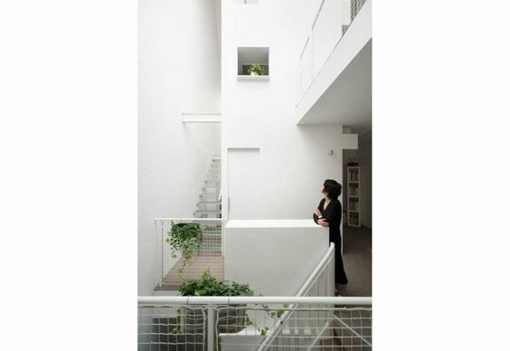bothsidesguys:  REHAB APT, AMSTERDAM by MAMM DESIGN http://www.elledecor.it/architettura/appartamento-centro-Amsterdam-total-white-open-space-studio-MAMM-Design#1