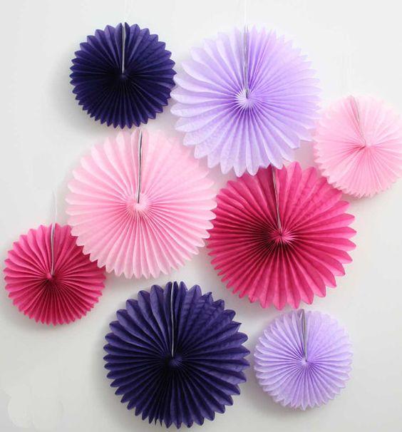 Ensemble de fans du moulin à vent 8 du papier de soie. Décorations de fête rose, fuschia, lavande, violet. Fan de finwheel rose.  Fan de moulinet violet. Décor de fête