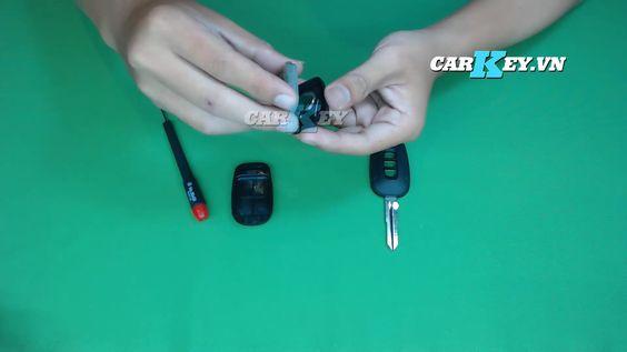 Tháo pin chìa khóa ô tô Chevrolet Captiva - carkey.vn