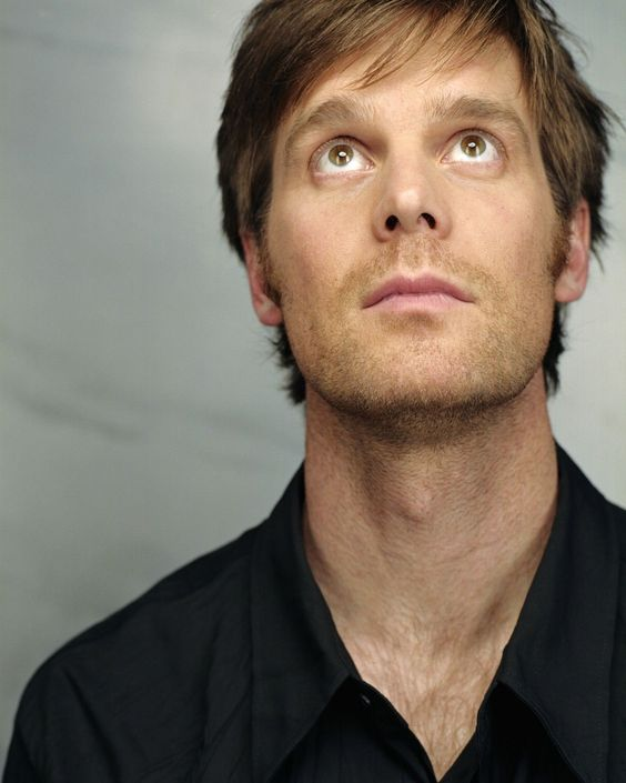 Peter Krause ♥ Fell in love with him watching Six Feet Under.