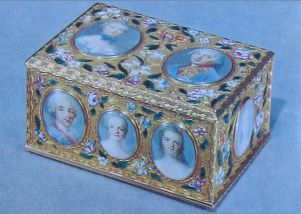 A very rare double-sided 18th century snuff-box showing the family of Louis XV