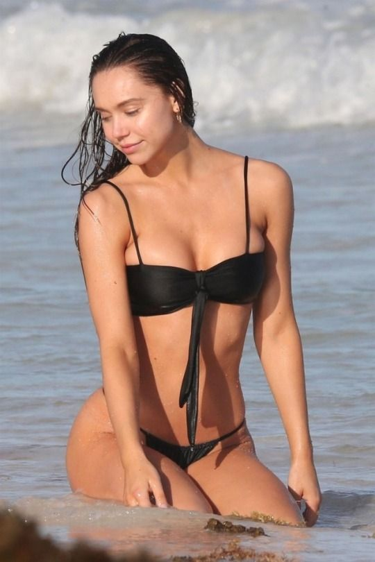 Pin By Sammy Link On Alexis Ren Bikinis Alexis Ren Black Bikini