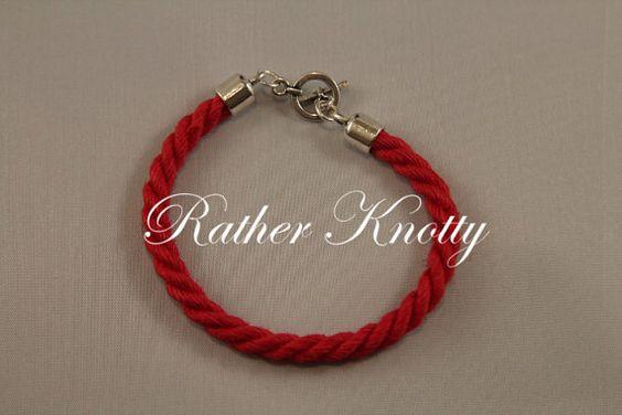 Hey, j'ai trouvé ce super article sur Etsy, chez https://www.etsy.com/fr/listing/450594900/bracelet-corde-de-chanvre-rouge-bondage