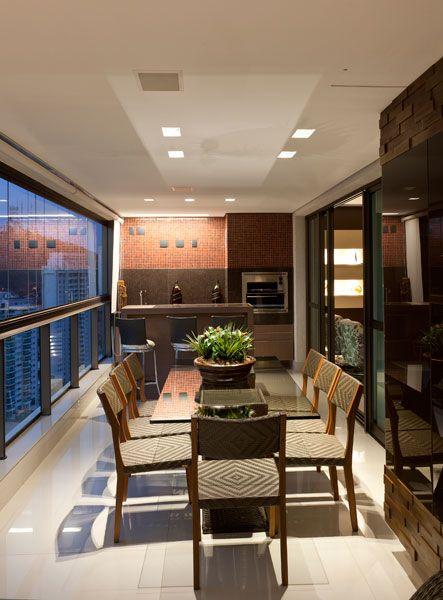 Sala De Jantar Gourmet ~ Integrada à sala de jantar, a varanda gourmet tem móveis de fibra