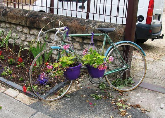 Bikes in tandem...outside restaurant in Montsoreau.