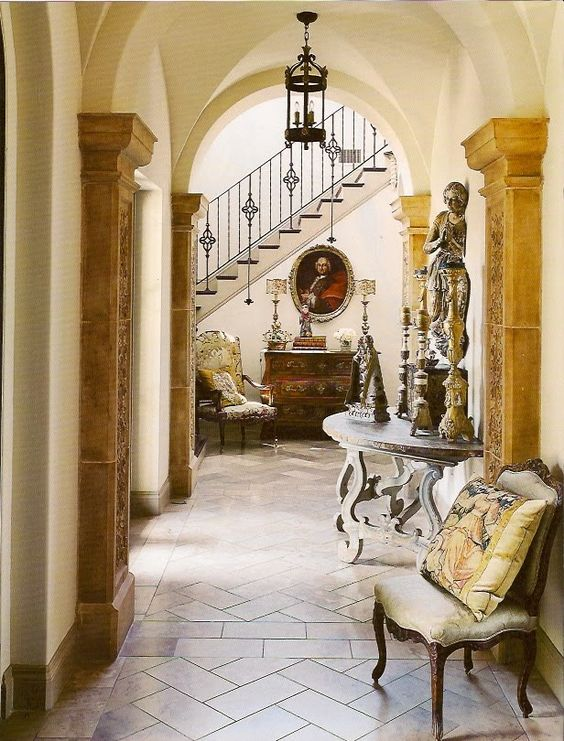 Country french decorating with antiques french country for French country foyer