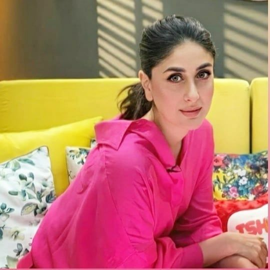 Kareena Kapoor Bonds With Sara Ali Khan At Her Radio Show Hungryboo In 2020 Kareena Kapoor Khan Kareena Kapoor Karena Kapoor