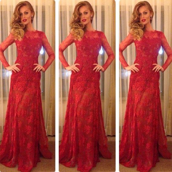 Tem como estar mais linda???? Num guento @cintiadicker @Dulcinea Farias ! Cintia de vestido Atelier Lethicia paa baile da @Vogue Brasil #vestidosl...