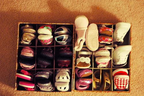 organize baby shoes: