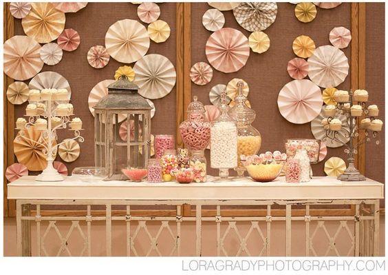 前撮り小物にも、披露宴の飾り付けにも素敵♩和の雰囲気がかわいい《ペーパーファン》をDIY*にて紹介している画像