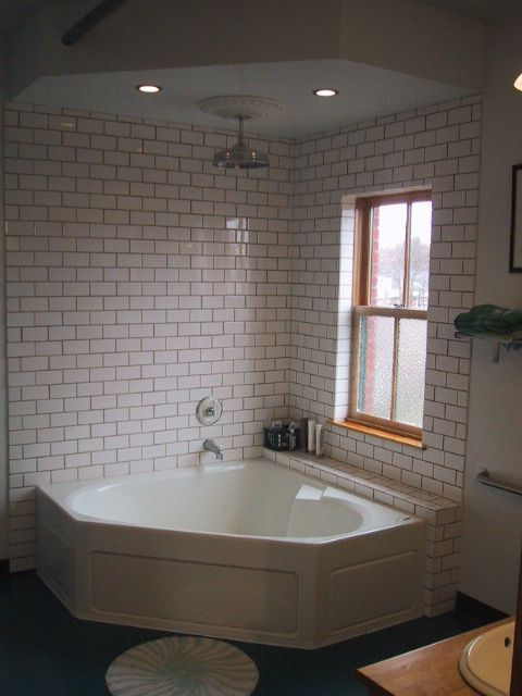 Shower tub corner tub and world on pinterest - Corner bathtub shower combo small bathroom ...