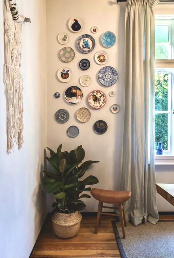 How To Decorate Your Blank Walls 17 Inspirational Chic Ideas Ecemella In 2021 Wall Decor Living Room Plates On Wall Plate Wall Decor