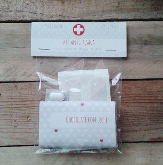 Kit anti-resaca para bodas- Nice Party en Madrid Kits divertidos para regalar a tus invitados el día de tu boda. Se personalizan para que estén integrados con tu decoración o tus invitaciones de boda. Mas información en info@niceparty.es