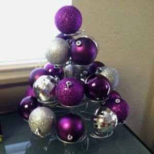 ornaments on cupcake stand!
