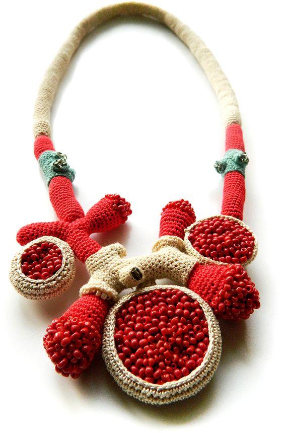 Lidia Puica.  Collier crochet et broderie de perles