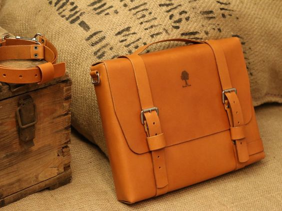 Cache briefcase made from one piece of leather. It is matched to A4.  Straps…