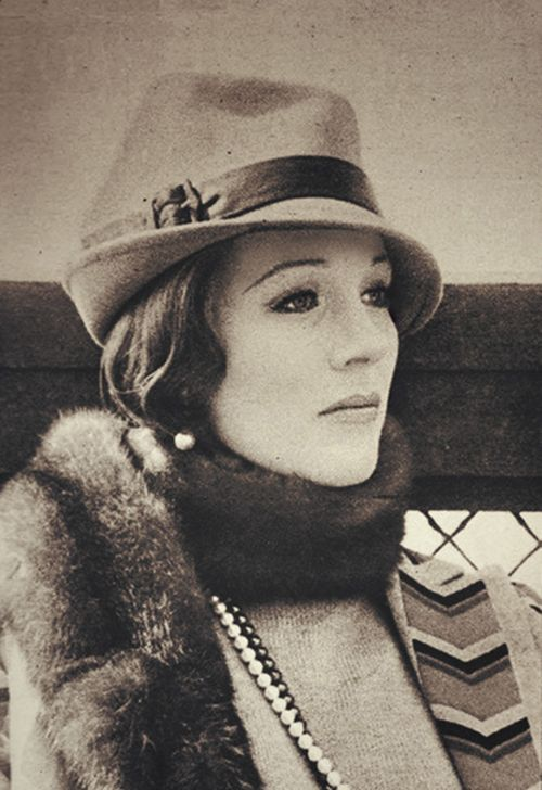 The gorgeous Julie Andrews... Heavenly voice and cute quirkiness...definitely one of my role models! <3