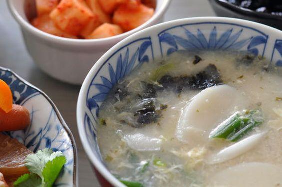 Recipe: Vegetarian Dduk Gook (Korean Rice Cake Soup)