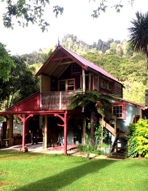 Traumhafte Übernachtung auf unserer Reise Nordinsel Abenteuer. Neuseeland hautnah erleben.