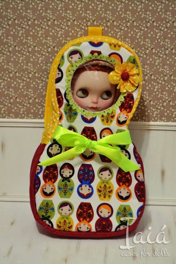 Blythe carrier by Iaiá Cases for Dolls