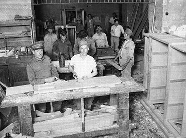 Título:  Presos trabajando en un taller de carpintería, en la cárcel de Santiago Tlaltelolco Tema:  CARPINTERIAS Lugar de asunto:  México, D.F. Fecha de asunto:  ca 935