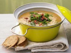 Kartoffelsuppe mit Grünkohl - und Chorizo | Kalorien: 270 Kcal - Zeit: 1 Std. 10 Min. | http://eatsmarter.de/rezepte/kartoffelsuppe-gruenkohl