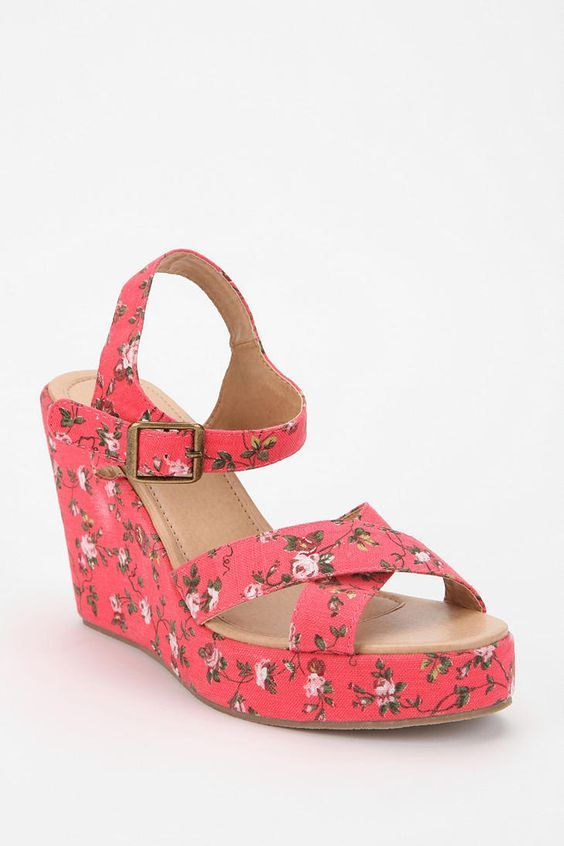 Pretty Wedges Sandals
