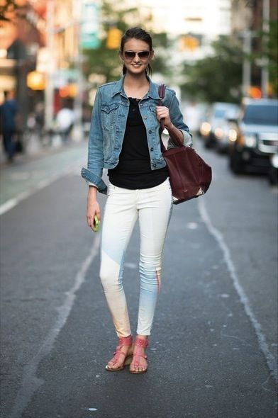 White pants, black tank/t, denim jacket | Moda | Pinterest ...