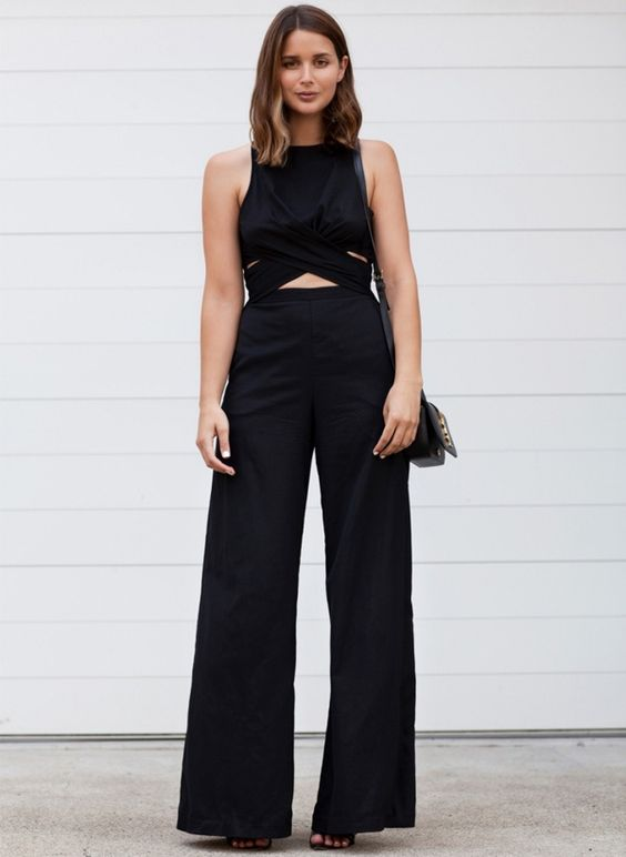 look sara donaldson calça pantalona preta crop top: