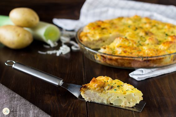 Sformato di patate e cavolfiore - contorno, antipasto o piatto unico a base di verdure croccanti e saporite in una morbida crema d'uova.