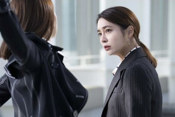 """Fates And Furies"" Teases Intense Argument Between Lee Min Jung And So Yi Hyun"