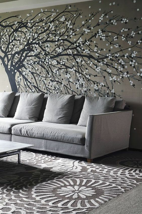 graues interieur bequemes sofa tapeten baum zeichnung japanische motive schick modern home. Black Bedroom Furniture Sets. Home Design Ideas