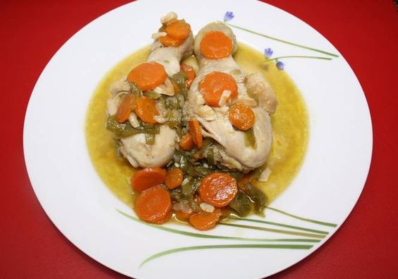 Pollo en salsa con zanahorias