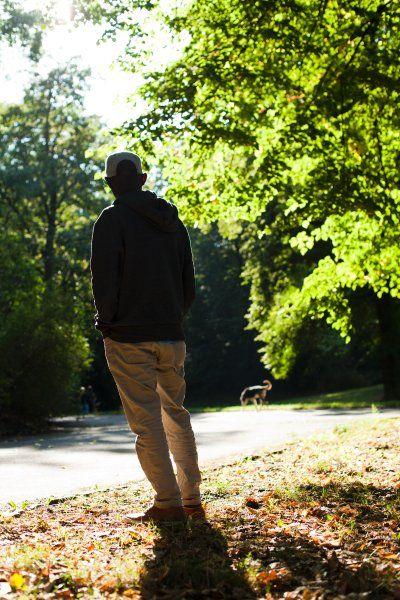 Flüchtling Rayhan will in Deutschland bleiben, doch das Gesetz ist gegen ihn. Eine Berliner Studentin versteckt den Afrikaner seit Monaten in ihrer Wohnung. Sie geht damit ein hohes Risiko ein - doch ihr Engagement hat auch Grenzen.