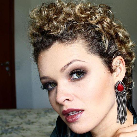 E hoje tem vídeo dessa maquiagem no canal! #blogdaleidisales #vemver #postnovo #makeup #rock