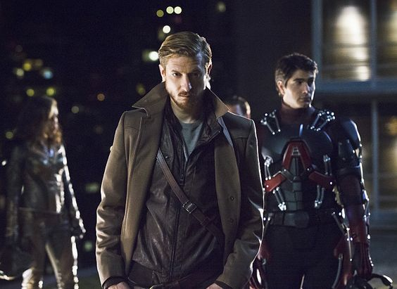 Check out the new Legends of Tomorrow TV spot & lots of photos