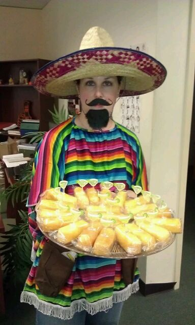 An idea for individual cinco de mayo / desserts cakes . love it.