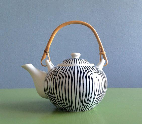 ☘+Vintage+Teekanne+dänisch+design+gestreift+50er+von+ILoveSparrows+auf+DaWanda.com