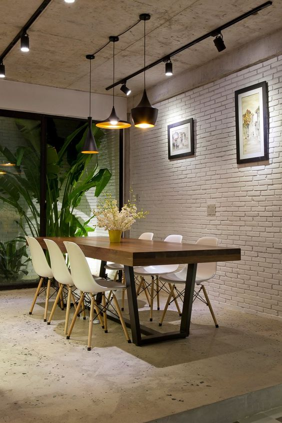 How to Decorate Living Rooms With a Brick Wall