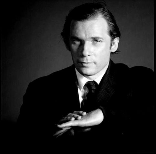 Glenn Gould, Toronto, early 1960's - by Don Hunstein http://redhousecanada.tumblr.com/post/16271046778/chagalov-glenn-gould-toronto-early-1960s#notes
