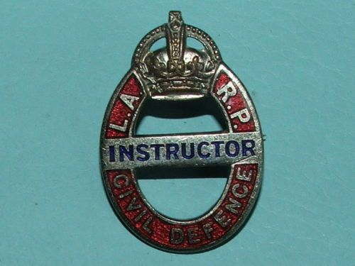 WW2-LONDON-ARP-AIR-RAID-PRECAUTIONS-INSTRUCTOR-LAPEL-BADGE-100-ORIGINAL