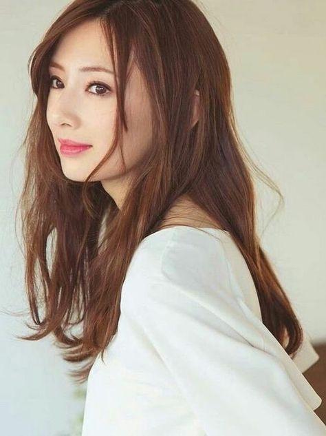 白いお洋服の北川景子