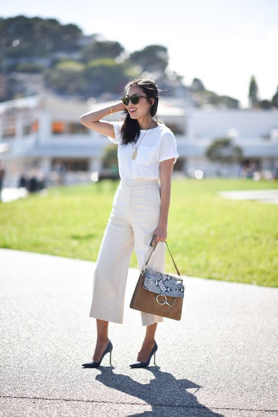 YOU 👏 MAY 👏 NOT TAKE A WHITE T-SHIRT AS A TRADITIONAL ITEM FOR THE OFFICE. However, when styled right, it can look very professional. There are actually more ways than you may think to style a white t-shirt for work. Here are 25 of the chicest white t-shirt outfits we've ever seen for the office. LLEGANCE