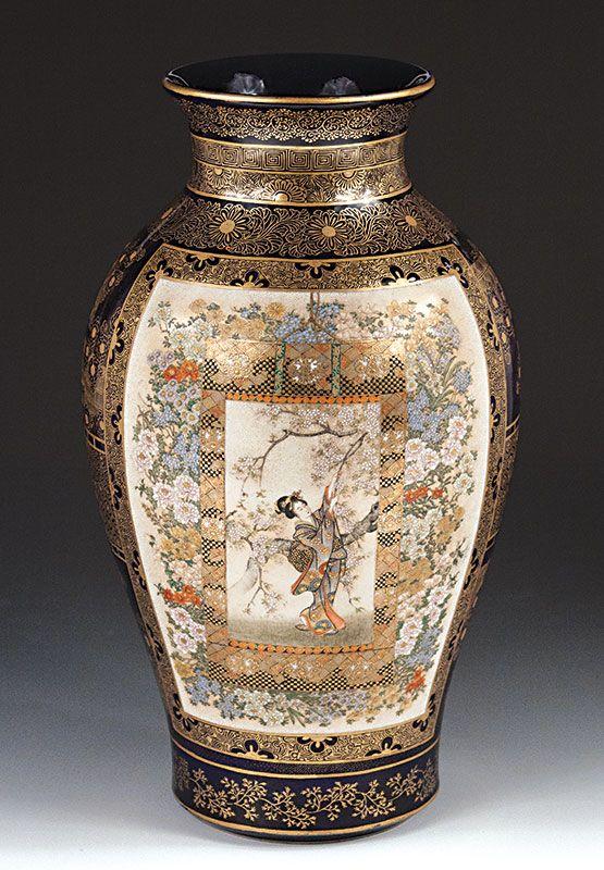 Satsuma Vase - Kinkozan signature - Meiji Period