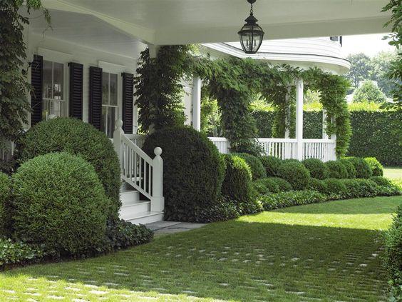 porte cochère with grass over paver driveway | via edmund hollander