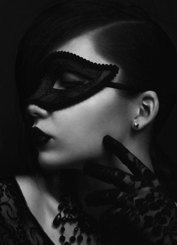 Black mask [(Quelle: victorlyon69, via d-i-a-b-o-l-i-q-u-e-s]