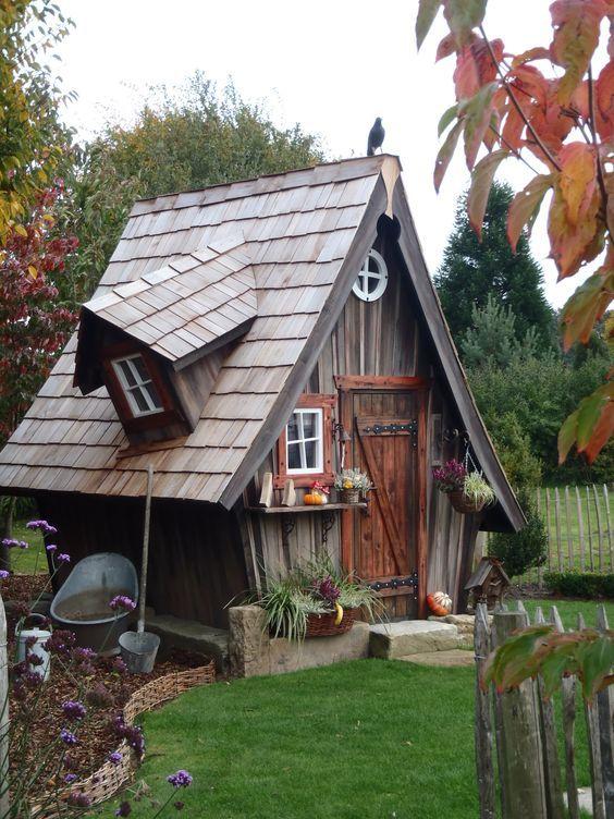 Ein Spielhauschen Oder Eins Zum Relaxen Im Garten Ist Doch Sicher Ganz Toll Oder 10 Schone Hauschen Fu Tiny House Ideas Cottages Fairy Houses Fairytale House